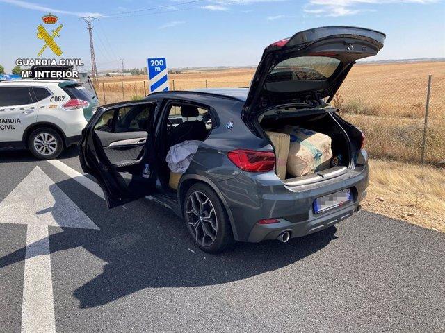 Vehículo interceptado por la Guardia Civil en Toledo cuando circulaba con más de 192 kilos de hachís