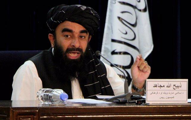 El portavoz talibán. Zabihulá Mujahid, anuncia la composición del nuevo gobierno