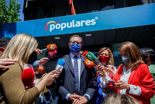 Archivo - El portavoz del PP en el Senado, Javier Maroto, ofrece declaraciones a los medios frente a la sede del partido en la calle Génova, antes de participar en el Comité Ejecutivo Nacional, a 5 de mayo de 2021, en Madrid, (España).