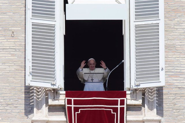 05 September 2021, Vatican, Vatican City: Pope Francis speaks during the Angelus prayer in St. Peter's Square from the window of the Apostolic building. Photo: Evandro Inetti/ZUMA Press Wire/dpa