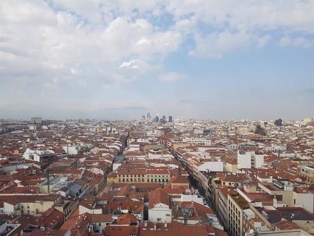 Archivo - Vista panorámica desde la Gran Vía de Madrid
