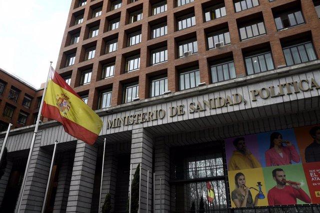 Archivo - Edificio del Ministerio de Sanidad, Política Social e Igualdad ubicado en el Paseo del Prado, en Madrid (España), a 2 de marzo de 2020.