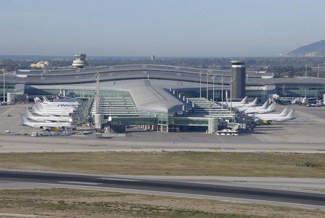 Archivo - Termina 1 del Aeropuerto de Barcelona-El Prat