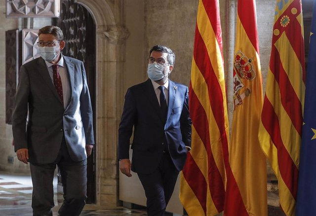 El presidente de la Generalitat valenciana, Ximo Puig, y el presidente de la Generalitat de Catalunya, Pere Aragonès, en una reunión en la Generalitat de Valencia.
