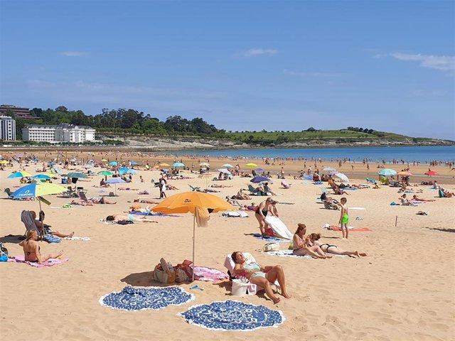 Archivo - Segunda Playa de Santander. Archivo