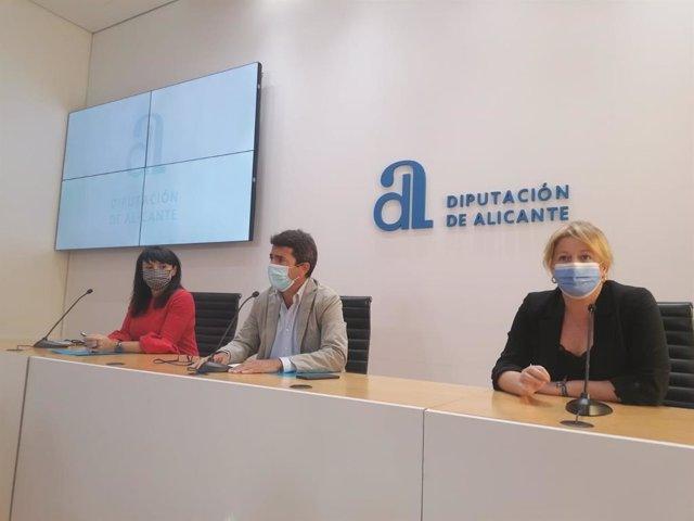 Mazón, junto a Parra y Serna en la rueda de prensa para anunciar la remodelación del equipo de gobierno