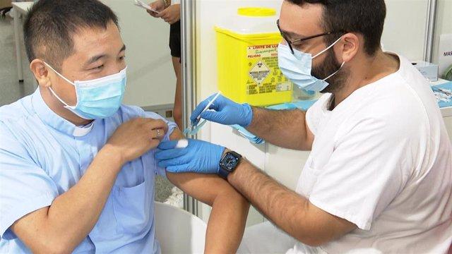 Primera jornada de vacuna sin cita previa en Les Arts