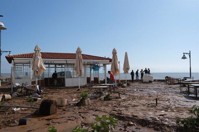 Arxiu - Una terrassa destrossada després del pas de la tempesta a Alcanar