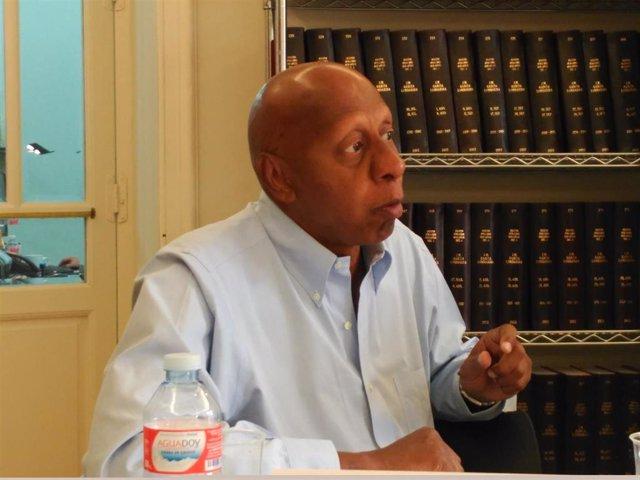 Archivo - El líder opositor cubano Guillermo Fariñas comparece ante los medios en Madrid