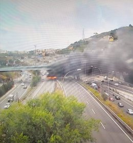 Imatge del camió incendiat a la carretera C-58