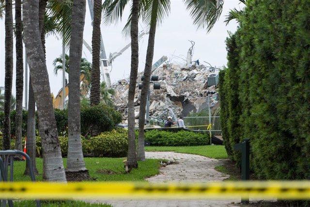 Archivo - Restos del edificio derrumbado en Surfside, en el condado de Miami-Dade