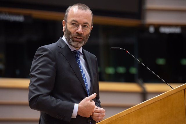 Archivo - HANDOUT - 27 April 2021, Belgium, Brussels: Leader of the European People's Party at the European Parliament Manfred Weber, speaks during a debate on the EU-UK trade and cooperation agreement on the second day of a plenary session at the Europea