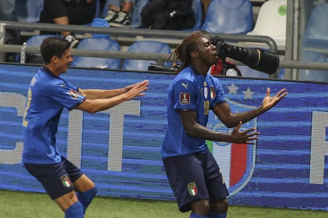 08 September 2021, Italy, Reggio Emilia: Italy's Moise Kean (R) celebrates scoring his side's first goal during the FIFA 2022 World Cup European qualification Group C soccer match between Italy and Lithuania at Mapei Stadium. Photo: Davide Casentini/LPS v