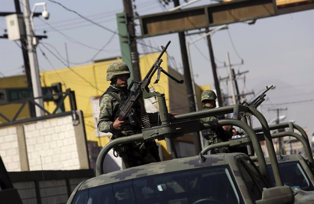 Archivo - Patrulla militar en México