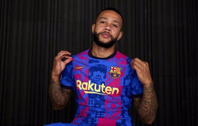 Memphis, con la nueva camiseta del Barcelona