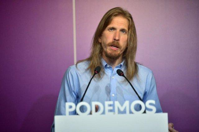 Imagen de archivo del coordinador de Podemos en Castilla y León, Pablo Fernández, en una rueda de prensa.