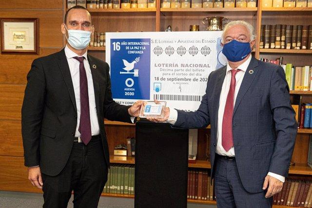 El presidente de Loterías y Apuestas del Estado, Jesús Huerta, y el director general de Políticas Palanca para el Cumplimiento de la Agenda 2030, Gabriel Castañares.