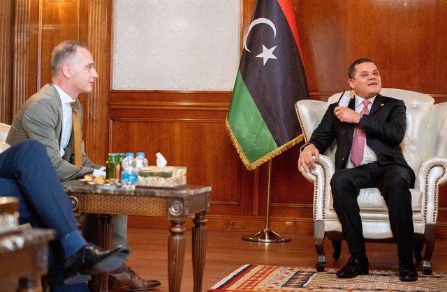 Abdul Hamid Dbeibé, primer ministro de Libia, y Heiko Maas, ministro de Exteriores alemán.