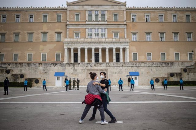 Archivo - 08 March 2021, Greece, Athens: Two women take part in a rally in front of the parliament building held on the occasion of the International Women's Day. Photo: Angelos Tzortzinis/dpa