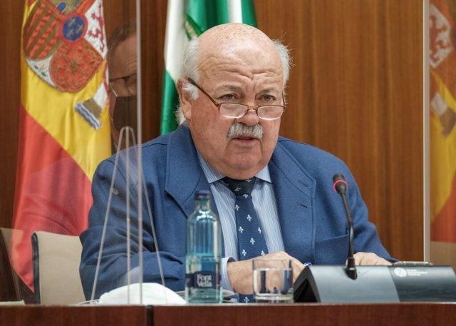 Archivo - El consejero de Salud y Familias, Jesús Aguirre, comparece en comisión parlamentaria.