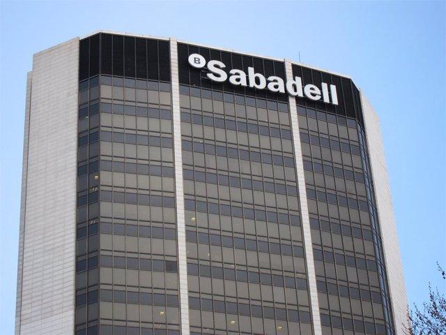 Archivo - Sede de Banco Sabadell en Barcelona