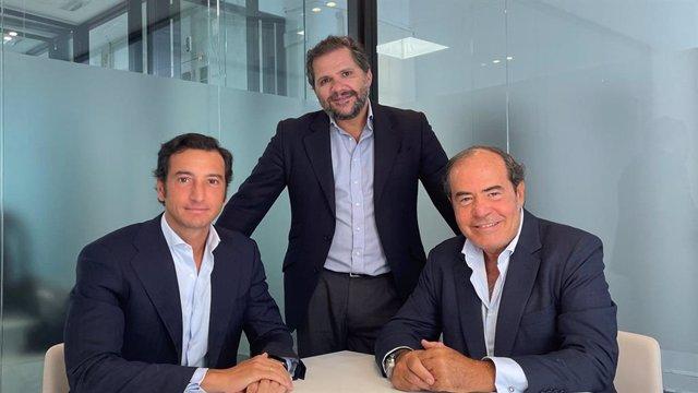 Archivo - De izq a dcha: Alvaro Elío, Juan Sánchez Salas y Enrique Díaz-Rato, los socios fundadores de Pinpoint Equity Partners.