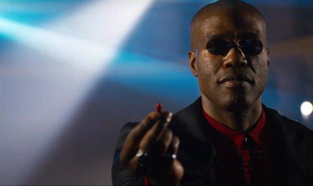"""Neo va a terapia en el tráiler de Matrix 4 Resurrections: """"Es hora de volar"""""""