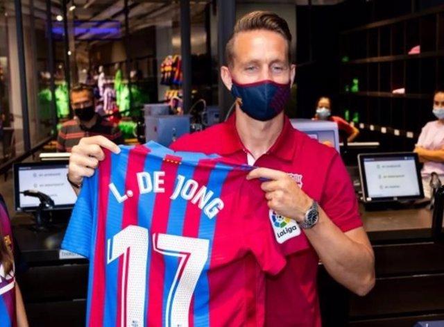 Luuk de Jong, con su nueva camiseta