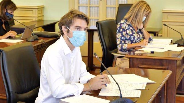 El diputado de Cs, Marc Pérez-Ribas, durante la Comisión de Turismo y Trabajo.