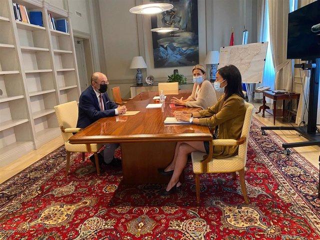 El presidente del Gobierno de Aragón, Javier Lambán, se reúne con la ministra de Transportes, Raquel Sánchez.