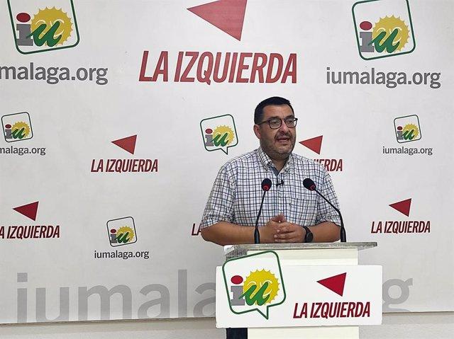 Archivo - El parlamentario andaluz y coordinador provincial de IU Málaga, Guzmán Ahumada , en rueda de prensa