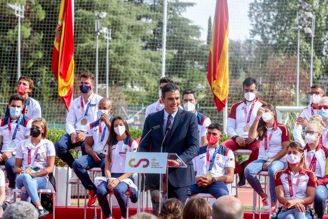 El presidente del Gobierno, Pedro Sánchez, durante el acto de homenaje a los deportistas olímpicos y paralímpicos en el CAR del Consejo Superior de Deportes