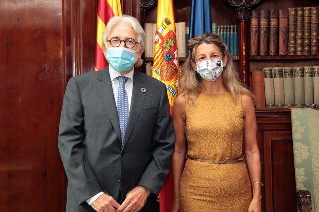 El presidente de Foment del Treball, Josep Sánchez Llibre, con la vicepresidenta del Gobierno y ministra de Trabajo y Economía Social, Yolanda Díaz, en la sede de la patronal