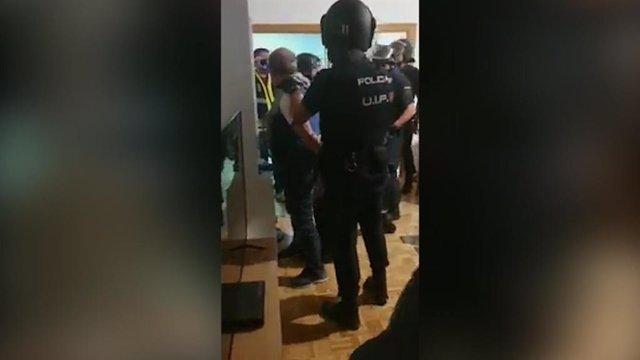 La Policía Nacional ha detenido esta noche en Madrid al exgeneral venezolano Hugo Carvajal, conocido como el 'Pollo Carvajal', que era prófugo de la Justicia y buscado para su extradición a EEUU.