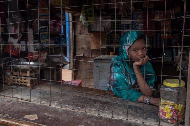 Archivo - Joven refugiada somalí en los campamentos de Kenia