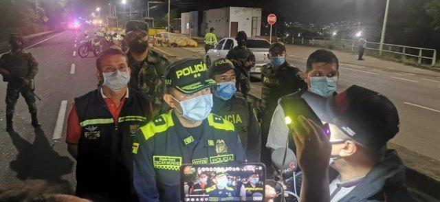 El comandante de la Policía Metropolitana de Cúcuta, Óscar Moreno, en el lugar del ataque