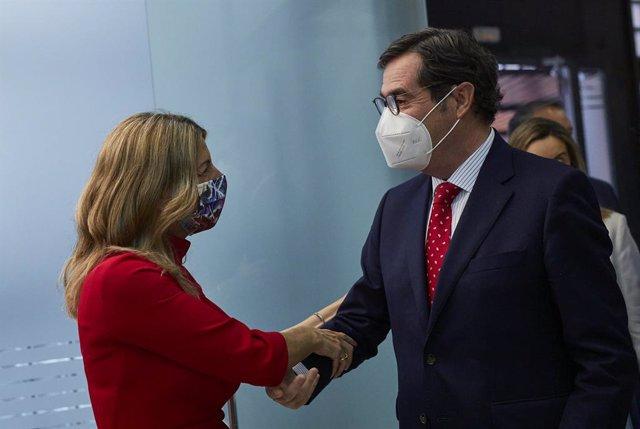 Archivo - Arxiu - La ministra de Treball i Economia Social, Yolanda Díaz, i el president de la CEOE, Antonio Garamendi