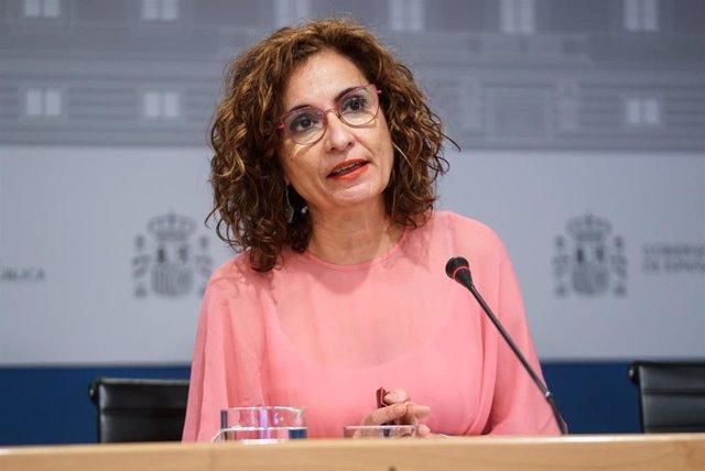 Archivo - La ministra de Hacienda y Función Pública, María Jesús Montero, ofrece una rueda de prensa tras presidir la Conferencia Sectorial del Plan de Recuperación, Transformación y Resiliencia en la sede ministerial, a 2 de agosto de 2021, en Madrid (Es