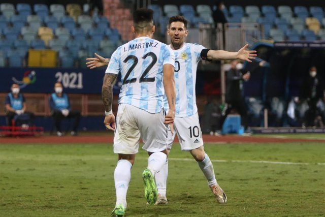 Archivo - Lautaro Martinez of Argentina celebrates his goal with Lionel Messi during the Copa America 2021, quarter final football match between Argentina and Ecuador on July 4, 2021 at Pedro Ludovico Teixeira Olympic stadium in Goiania, Brazil - Photo La