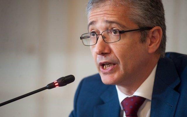 Archivo - Pablo Hernández de Cos, Gobernador del Banco de España, durante su intervención en el curso de verano organizado por la APIE en la UIMP de Santander.
