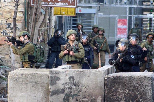 Archivo - Miembros de las fuerzas de seguridad de Israel en Hebrón, Cisjordania