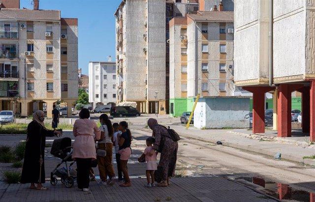 Imágenes del Polígono Sur de Sevilla, conocido popularmente como 'las tres mil viviendas', uno  de los barrios más pobres de España.