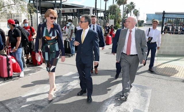 La ministra británica para Europa, Wendy Morton, y el viceministro principal de Gibraltar, Joseph García