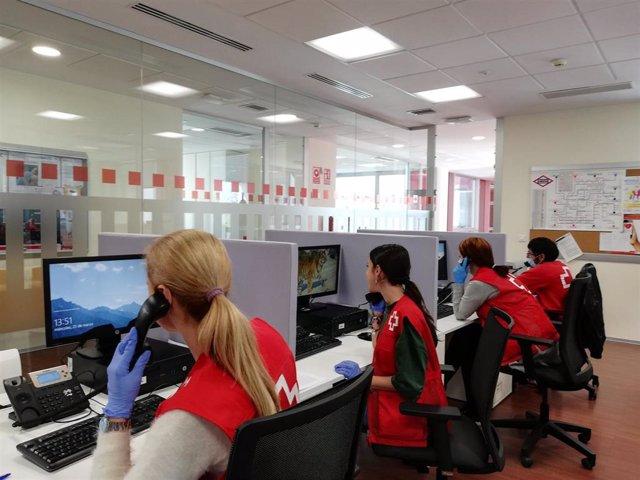 Voluntarios de 'Cruz Roja Te Escucha'