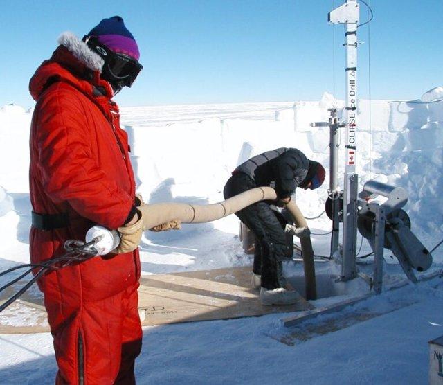 """Los investigadores de la UCI analizaron el aire """"firme"""" para determinar que la cantidad de hidrógeno molecular en la atmósfera de la Tierra ha aumentado en un 70 por ciento desde mediados del siglo XIX."""