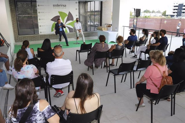 Acto de entrega de llaves a los nuevos propietarios de las VPO de La Unión  en La Rinconada (Sevilla)
