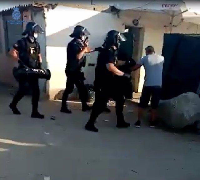 Detenidos dos hombres por varios robos en trasteros de los que sustrajeron escopetas de caza en Palma.