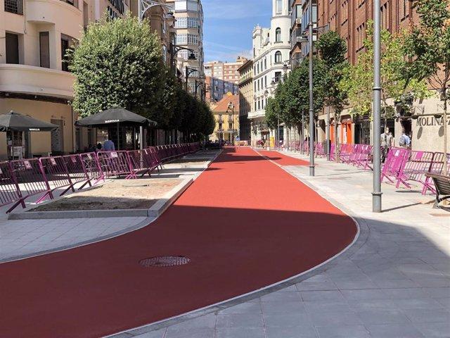 La calle María de Molina ya pavimentada por completo.