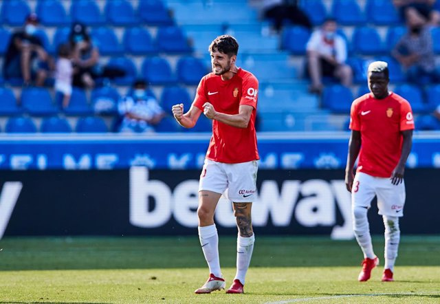 For Niño of RCD Mallorca celebrates his goal during the Spanish league, La Liga Santander, football match played between Deportivo Alaves and RCD Mallorca at Mendizorroza stadium on August 21, 2021 in Vitoria, Spain.