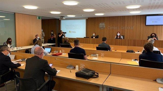 La comissió legislativa d'Economia durant la compareixença de Calvó, Moles i Suñé